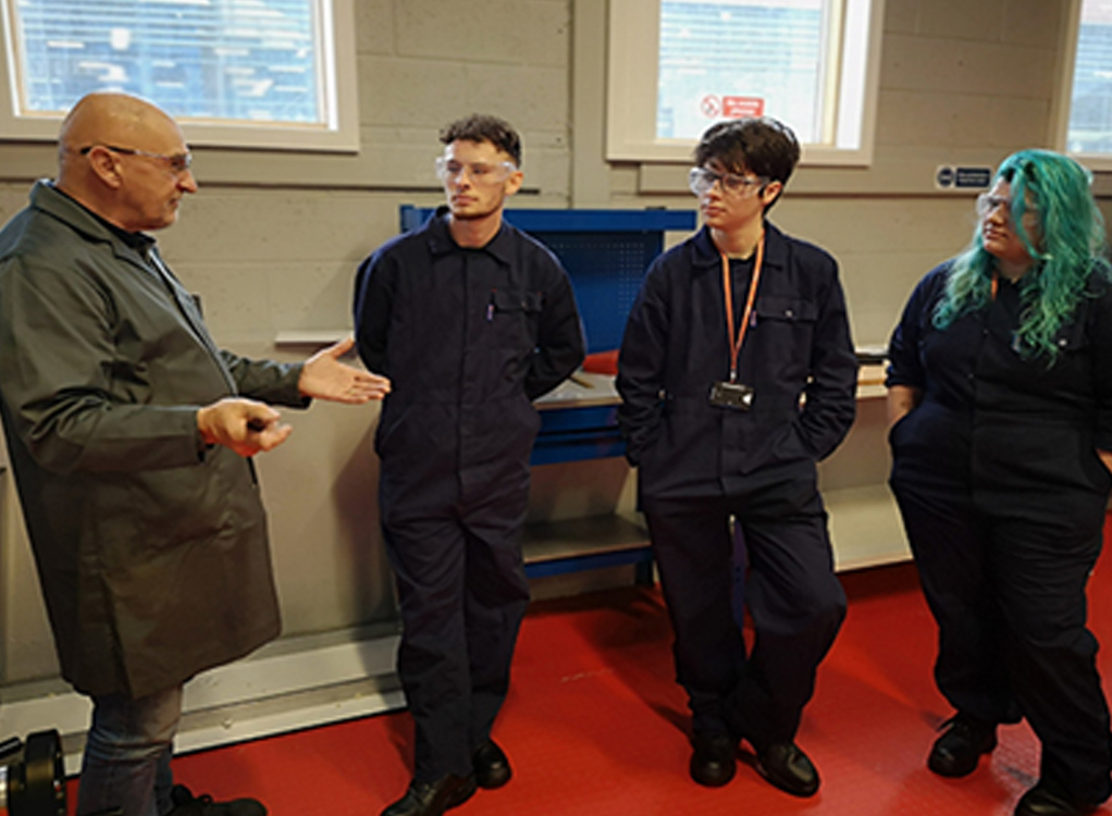 South and City College Birmingham Level 3 Engineering Technician Apprenticeship programme is a fantastic opportunity for students to gain skills as a qualified Engineer through the Apprenticeship pathway.